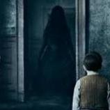 『【祟り神】子供の頃、石碑の隣に立つ赤い着物の幽霊を見た「おらんさん」』の画像