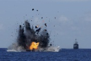 中国不法漁船を爆破 「弱腰」から「見せしめ」に