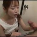 欲求不満のミニスカお母さんがキッチンで!「篠田ゆう」手コキしてフェラそしてパイズリまでするエロイ!この美女はこんなにエロイのかと!