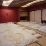 【悲報】ワイボッチ、修学旅行の部屋に10人いるのにボッチ