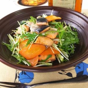酸味の効いたドレッシングでさっぱり♪鮭の唐揚サラダ