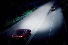 手動消灯不可の「オートライト」義務化へ「照射パターン10億通り」