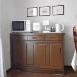 『●キッチンカウンターの引き戸収納● 100均の真っ白ケースですっきり収納』の画像