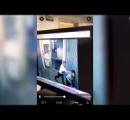 キャビンアテンダントとパイロットが機内で激しい殴り合いの喧嘩:二人は解雇へ【アメリカ】