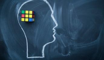 脳内で言葉使って想像、思考するっておかしくないか?