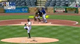 【動画】一体なぜ…MLBで前代未聞の衝撃珍プレー! 二死で打者が一塁の手前で「逆走」し、本塁と一塁の間に挟まれて…