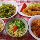 鶏チリソースと一口豚カツとゴーヤー炒めでお昼ご飯。