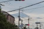 夕立前。向こう側に『富士山みたいなん』が出現した!~曇って時には不思議な光景をもたらすようです~