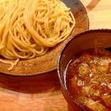 『渋谷駅新南口付近にあるつけ麺「やすべえ」で大盛りを頼む』の画像