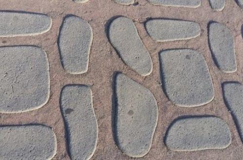 【大論争】錯覚を起こす画像がまたもSNSで大論争に! 石が浮いて見えるvsヘコんで見えるのサムネイル画像