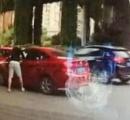 高速道路で割り込まれて立腹→追跡して運転手の女性を引きずり出し、顔面を蹴る等の暴行を加えた男