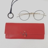 『DIFFUSER Tokyo、お洒落なアクセサリー&シュリンクレザーのメガネケース』の画像