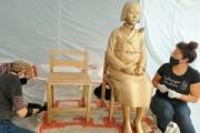 米国LAグレンデール市の少女像、塗装をはがして復元作業を実施