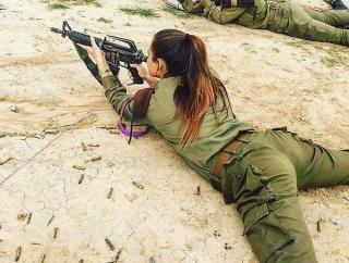 【画像】女性兵士「女だからってバカにしないで!重火器だって使えるわ!!」