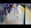 NY地下鉄 乗客を突き落とし、自分も落ちた全裸の男、線路で感電死 落とされた男性は無事