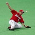 【朗報】広島の有能コーチさん、松山を一塁からレフトに再コンバートさせてしまう