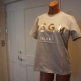 『MSGM(エムエスジーエム)ベージュベース×箔ゴールドロゴTシャツ』の画像