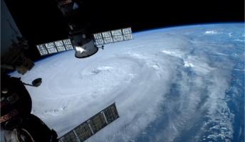 宇宙飛行士がTwitterに投稿した台風8号(ノグリー)の写真がまるでデイ・アフター・トゥモロー
