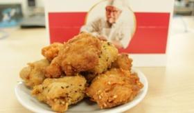 【日本の食】   日本の ケンタッキーフライドチキン から とうとう「唐揚げ」が 発売されたぞ。   海外の反応