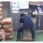 30キロの米袋持てなくて親に怒られたんだが・・・