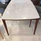『人造石の天板とウォールナットの脚が上品なテーブル・HARU(ハル)・日進木工』の画像