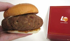 【食】    日本で販売されてる 黒毛和牛 「ご褒美バーガー(1000円)」の  実物がひどすぎる件。    海外の反応