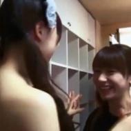 モー娘 石田亜佑美が上半身裸の女性に抱きつかれる!!! アイドルファンマスター