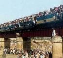 暑さで二時間の電車移動で4人死亡