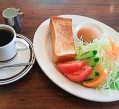 朝から大賑わい!名古屋楠の人気喫茶店でサラダたっぷりのモーニング/カフェテラス鷹羽