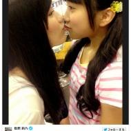 【画像】渡辺麻友(20)と矢吹奈子(13)がキス 「まゆゆさん犯罪です」の声wwwwwwwwwwwww アイドルファンマスター