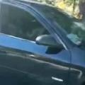 【ネコ】 駐車している車の窓が開いてた。なんか様子がおかしいぞ。近づいてみる → ファッ!?