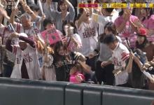 ソフトバンク・中村晃のホームランが女性客の頭を直撃し病院へ搬送(動画・画像あり)