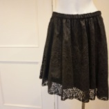 『N°21(ヌメロ ヴェントゥーノ)アイレットレーススカート』の画像