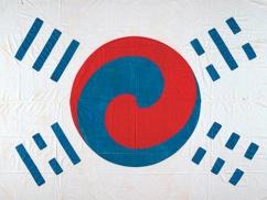 韓国政府「旭日旗に対抗できる最古の太極旗を掲げる!」観艦式で大清國属高麗国旗を掲揚する模様wwwwwwww