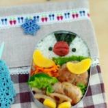 『カレー焼き肉チキンとイワシバーグのペンギンちゃん弁当』の画像