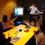 【悲報】ワイ新入社員、会社の人とのカラオケでアニメ映像が流れる曲を歌った結果wwwwwwww
