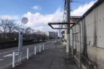 旭小学校近くの京阪バスの高岡バス停。何だかちょっとドキドキする感じになってる!
