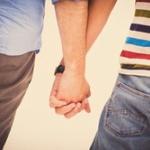 同性カップルの生きにくい日本が嫌いです。同性結婚も出来ません…。女同士や男同士で愛し合っている人もいますよね。