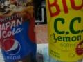 【朗報】とある男のおかげでペットボトル飲料がどんどん巨大化する CCレモンも600mlに