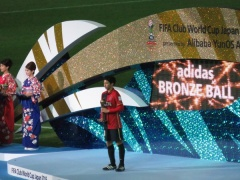 【 画像/動画 】試合終了後の授賞式、柴崎とクリロナを比べた結果・・・