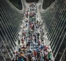 中国の膨大な総工費掛けた世界最長のガラス橋、開通から2週間たたずに閉鎖