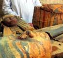 3500年前のミイラ、1千体の人形など発掘 エジプト