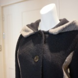 『B donna フード付きバイカラーコート』の画像
