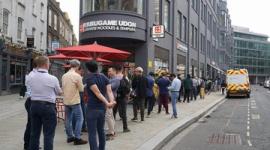【飲食】丸亀製麺、ロンドン進出…行列100人超、かけうどん1杯約600円と破格の安さ