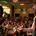 格ゲー大会に本物のプロレスラーが乱入、現場は一時騒然。ケニー・オメガ(新日)vsエグザビアー・ウッズ(WWE)が勃発!(スト5)【海外の反応】