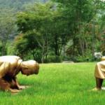 【韓国】「慰安婦像の前で土下座する安倍前首相」像の東京展示を検討!日本の後援者探す