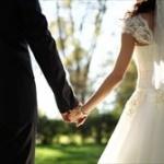 「必ずしも結婚する必要はない」と考える人が7割近くにwwww