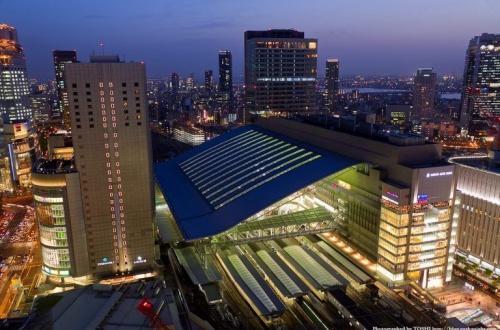 【悲報】大阪人、ビアガーデンに飛び降りるもタヒねずにまた飛び降りてタヒ亡wwwwwwwwのサムネイル画像