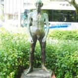 『「裸体像Tシャツ計画 神戸フラワーロード九人衆 No.2老人」』の画像