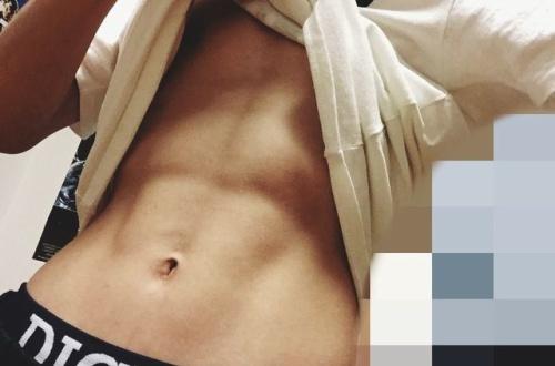 6年間文化部のガリヒョロが1ヶ月腹筋ローラーやった結果wwwwwwwwwwwwのサムネイル画像